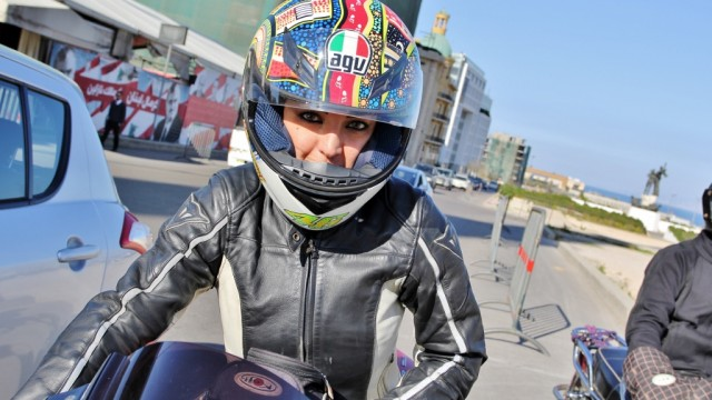 Texte – Annie Bader, première motarde professionnelle au Liban